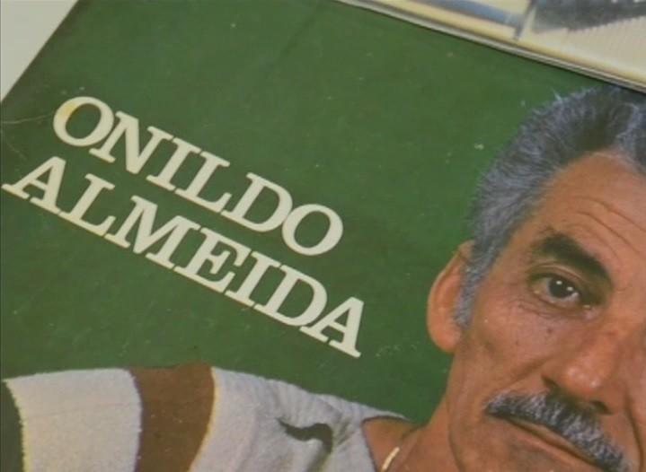 Um dos discos gravados por Onildo Almeida (Foto: Reprodução/ TV Asa Branca)