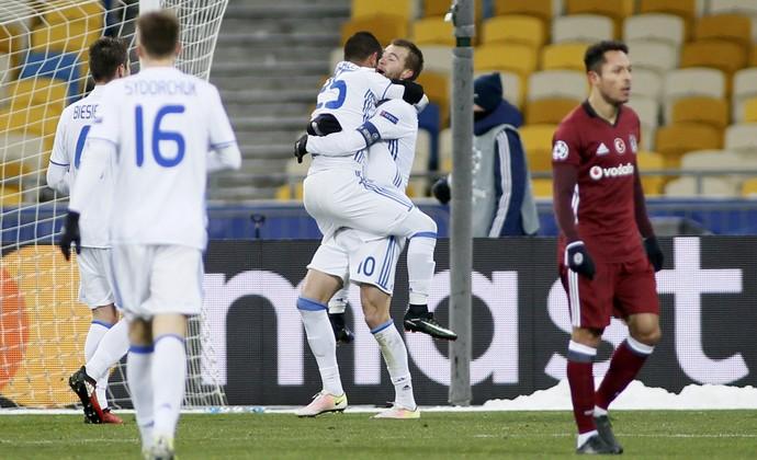 Dínamo de Kiev x Besiktas gol Andriy Yarmolenko (Foto: Valentyn Ogirenko/EFE)