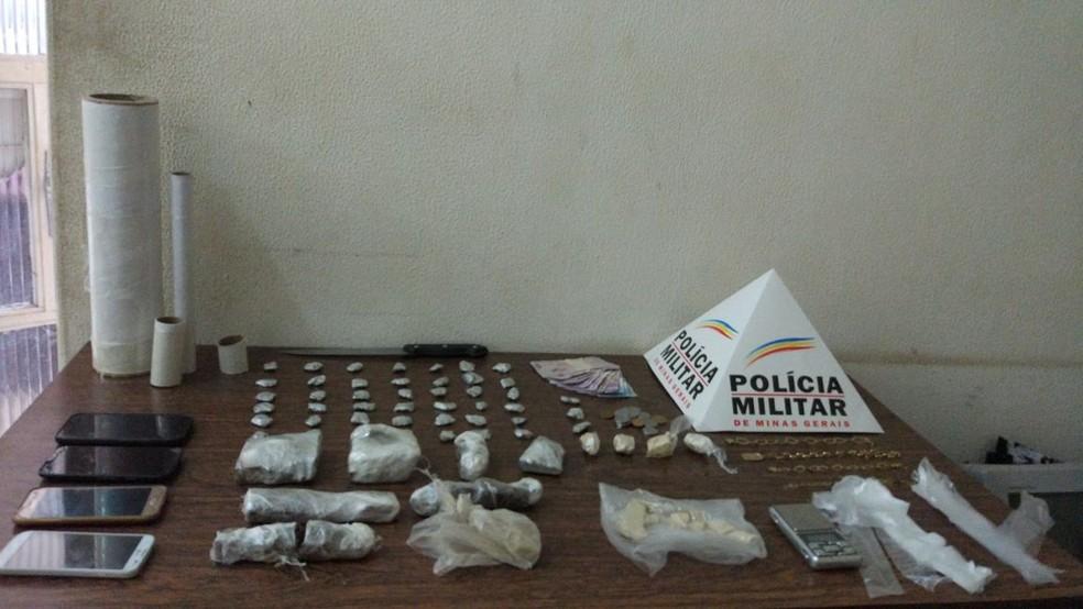 Drogas foram encontradas no imóvel (Foto: Polícia Militar/Divulgação)