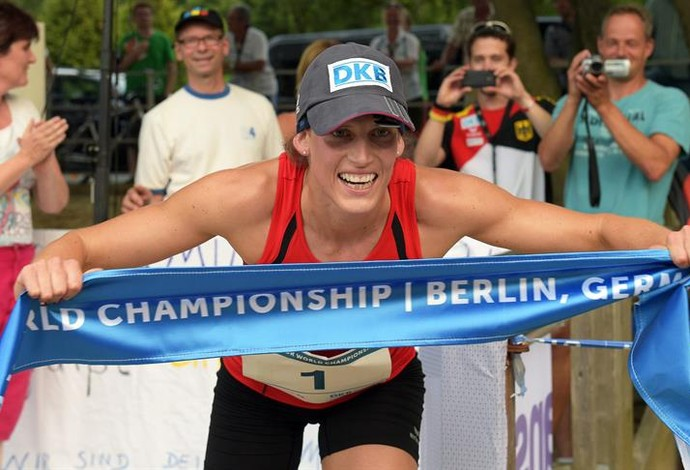 Lana Schoeneborn campeã mundial de pentatlo moderno (Foto: Agência EFE)