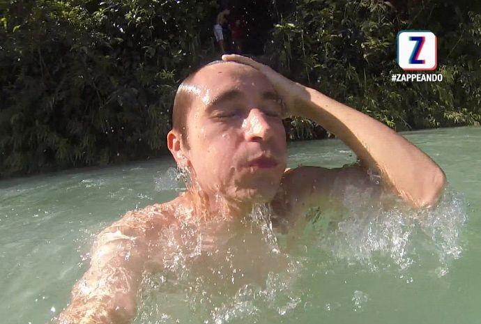 Moacyr mergulha na Lagoa Azul (Foto: Zappeando)