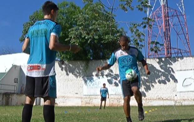 Jogadores do Corumbaense treinam para estreia na Série A estadual (Foto: Reprodução/TV Morena)