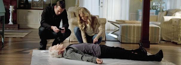 Emily descobre que sua mãe é casada com o assassino de David Clarke (Foto: Divulgação / Disney Media Distribution)