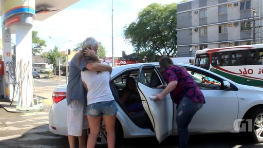 Família de argentinos esquece filha em posto de combustível no RS