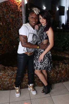 Pepê com a namorada, Kathryl Cristina (Foto: Thiago Duran/Ag News)