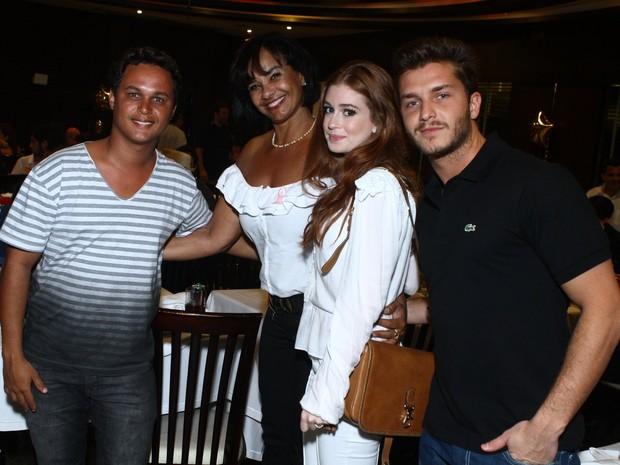Solange Couto com o marido, Jamerson Andrade, e com Marina Ruy Barbosa e Klbber Toledo em festa no Rio (Foto: Raphael Mesquita/ Foto Rio News)