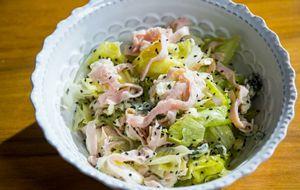 Salada do chef do Ritz com muçarela de búfala, peito de peru e maçã