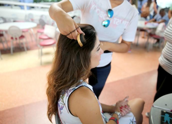 A apresentadora mostra como fazer o penteado e ficar bonita sem muito esforço (Foto: Leonardo Viso/ Gshow)