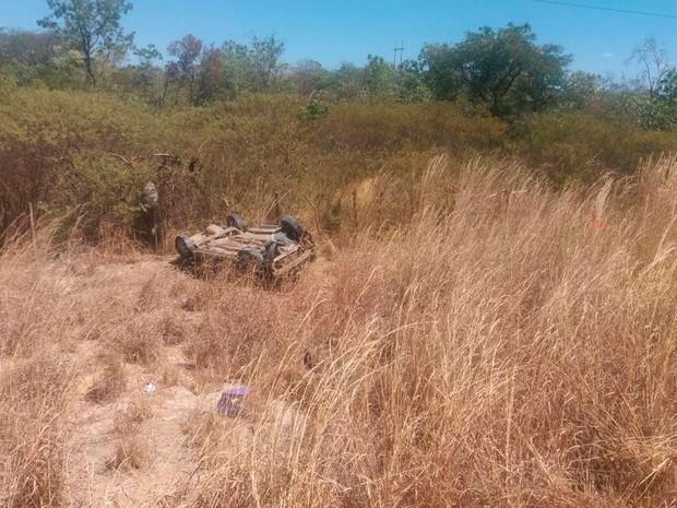 Carro saiu da pista com o acidente  (Foto: Jadiel Luiz/ Blog do Sigi Vilares)