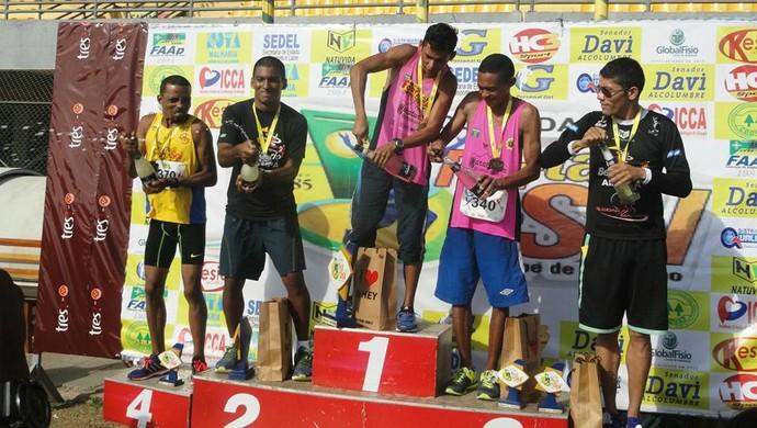 Vencedores da categoria geral da Corrida Porta do Sol (Foto: Reprodução/Facebook)