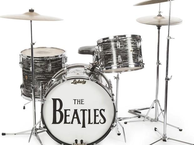 A bateria Ludwig Oyster Black Pearl de 1963 usada por Ringo Starr em gravações dos Beatles e leiloada por US$ 2,2 milhões  (Foto: Reuters/Courtesy of Julien's Auctions/Handout via Reuters)