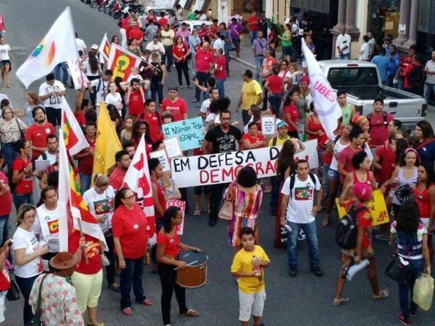 Em Jequié, a manifestação foi realizada na Rua Dois de Julho (Foto: Tiago Henrique/Acervo pessoal)