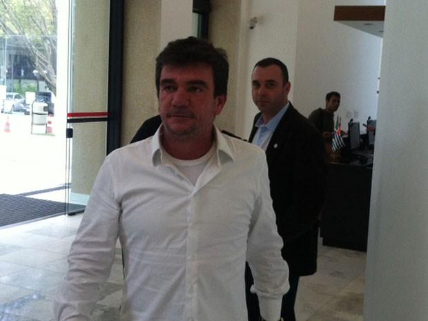 Andrés Sanchez chega ao Palácio dos Bandeirantes para reunião com secretários de Alckmin (Foto: Tatiana Santiago/G1)