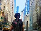 Juliana Paes posa estilosa em Nova York com look curtinho