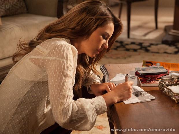 Paloma deixa apena um bilhete antes da fuga (Foto: Amor à Vida / TV Globo)