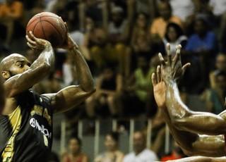 Flamengo x Mogi das Cruzes NBB 8 Larry Taylor (Foto: Bruno Lorenzo/LNB)