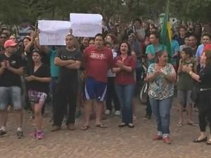 Moradores de Tupanciretã protestaram na Câmara (Foto: Reprodução/RBS TV)