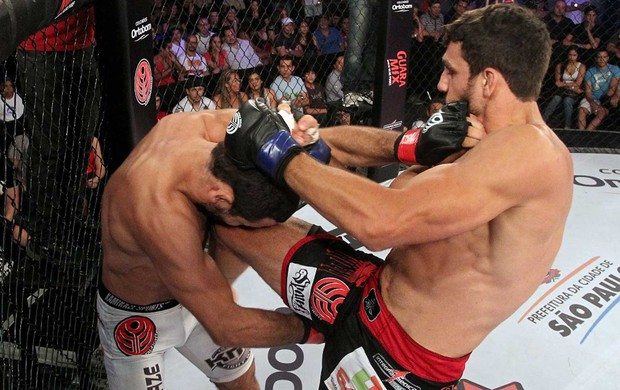 Julio Rafael Rodrigues x Elias Silverio jungle fight mma (Foto: Divulgação / Jungle Fight)