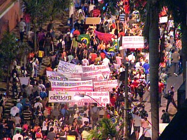 Manifestação em Cuiabá (Foto: Reprodução TVCA)
