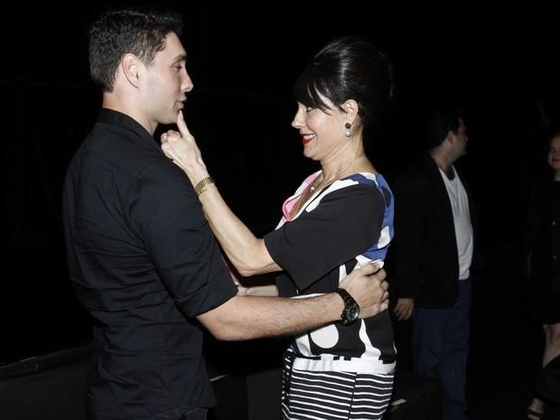 Christiane Torloni com o filho Leonardo Carvalho em estreia de peça na Zona Sul do Rio (Foto: Ag. News)