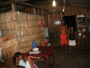 Moradores da Ilha dos Lençóis têm energia elétrica desde 2008 (Foto: Divulgação)
