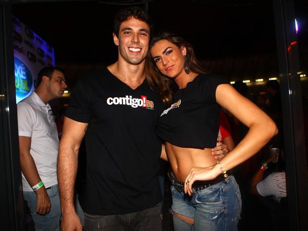 Renata Molinaro e o namorado, Eduardo Meyer, no Axé Brasil, em Belo Horizonte (Foto: Iwi Onodera/EGO)
