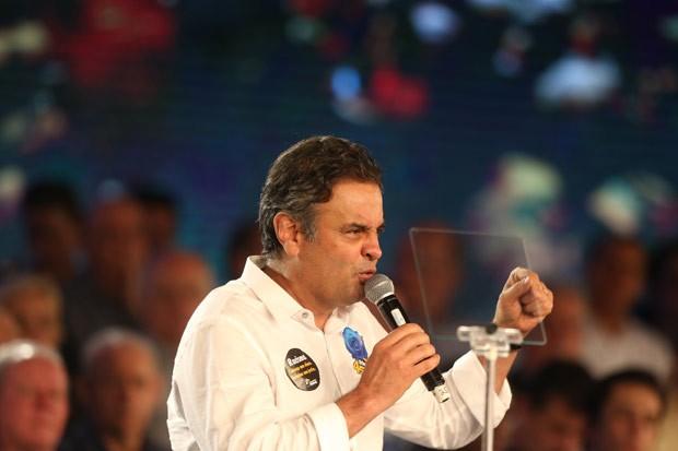 Aécio Neves discursa durante convenção nacional do PSDB, em Brasília (Foto: André Dusek / Estadão Conteúdo)