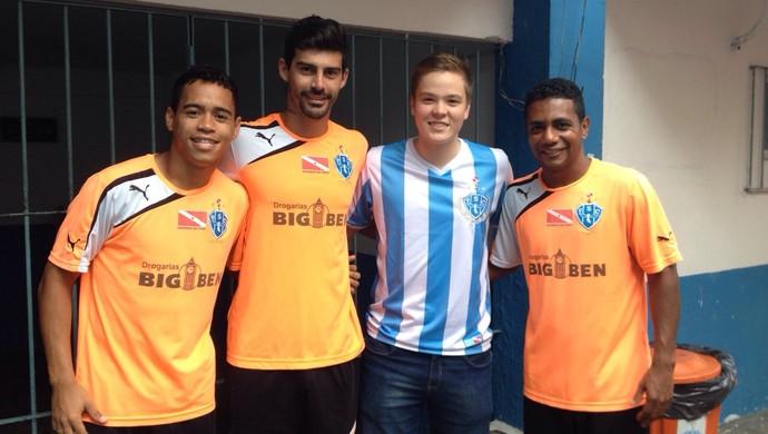"""Lassi """"tietou"""" os jogadores do Papão durante visita ao Estádio da Curuzu (Foto: Pam Sames/Ascom Paysandu)"""