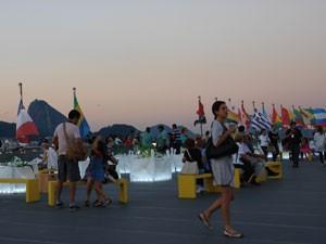 Jardim dos encontros é um dos locais preferidos dos visitantes no Forte de Copacabana (Foto: Alba Valéria Mendonça/G1)