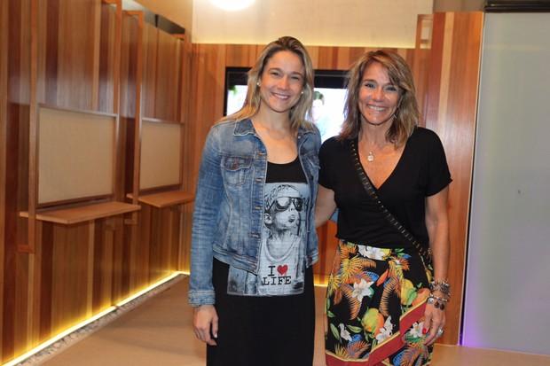 Fernanda Gentil com a mãe, Martha Machado (Foto: Marcello Sá Barretto / AgNews)