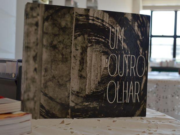 Livro foi lançado na manhã desta terça-feira  (Foto: Tássio Andrade/G1)