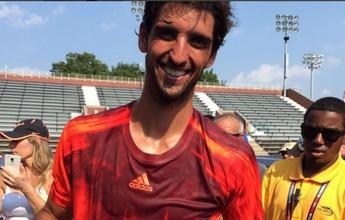 Bellucci abre o sorriso com camisa do Palmeiras depois de triunfo na estreia