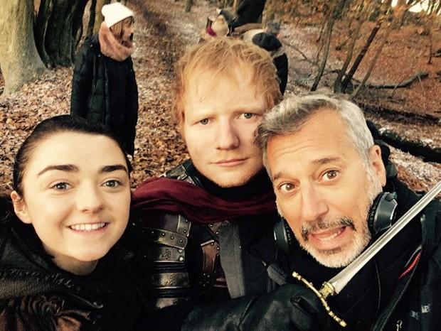 Ed Sheeran exclui perfil no Twitter após críticas sobre participação em