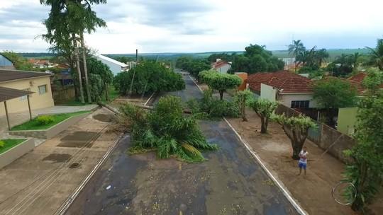 Decretada emergência em município onde 500 casas ficaram destelhadas
