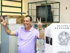 Omar Aziz após votação na manhã de domingo (Foto: Assessoria/Divulgação)