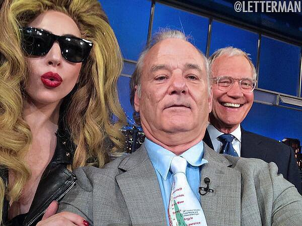 Lady Gaga, Bill Murray e David Letterman registraram o momento juntos no programa do apresentador (Foto: Twitter)