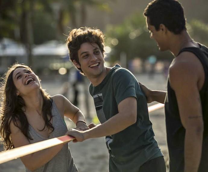 Luisa Arraes, Chay Suede e Marcello Melo Jr. se divertem nas gravações (Foto: Inácio Moraes/ Gshow)