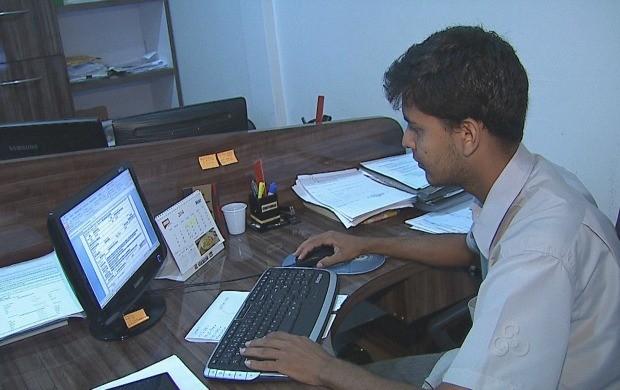Reportagem acompanhou dia a dia do profissional de contabilidade (Foto: Bom Dia Amazônia)