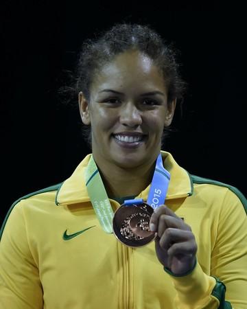 Aline Silva com a medalha de bronze do Pan-Americano (Foto: Divulgação/ COB)