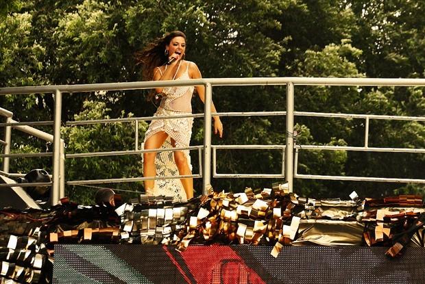 Isis Valverde dá show em cima do trio como Sereia (Foto: Gshow)