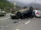 Após perseguição, carro capota em rodovia e suspeito é preso