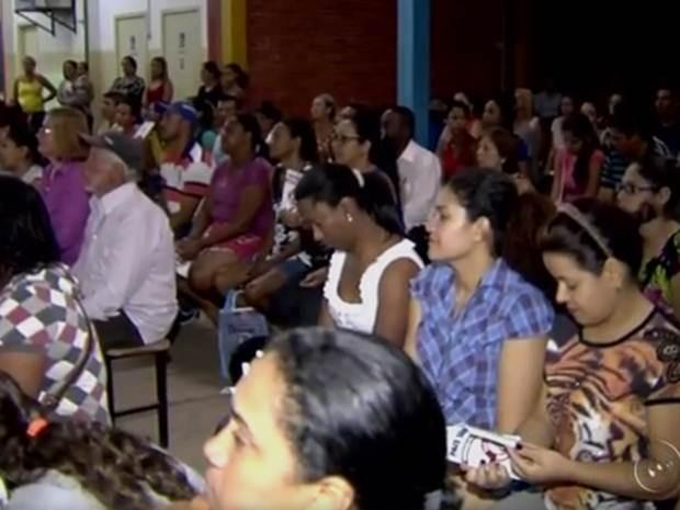 Pais acompanham projeto contra violência doméstica em escola (Foto: Reprodução / TV TEM)