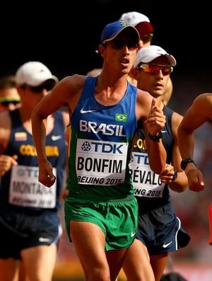 Caio Bonfim em ação na prova dos 20 km  da marcha atlética do Mundial em Pequim (Foto: Cameron Spencer/Getty Images)