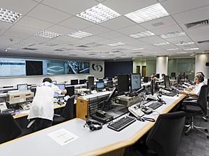 Nova sala de controle dos lançamentos com sistemas digitais (Foto: Agência Força Aérea)