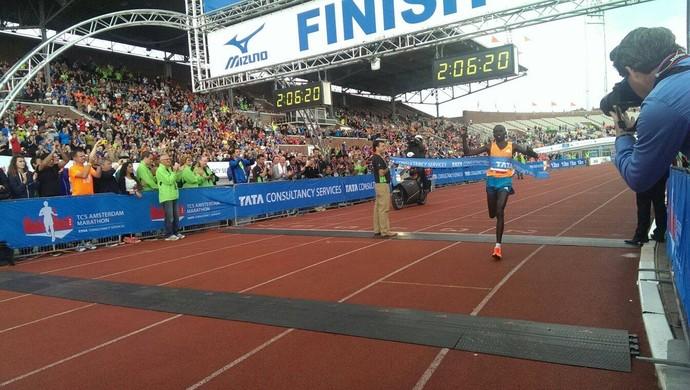 Bernard Kipyego vence a Maratona de Amsterdã (Foto: Divulgação)