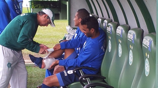 Fabrício faz mais um treino com bola e anima comissão técnica do Guarani (Foto: Murilo Borges / Globoesporte.com)