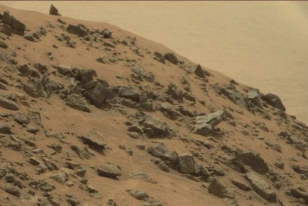 Rocha de Marte se parece com uma pirâmide