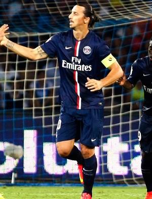 Ibrahimovic comemoração PSG x Napoli (Foto: AFP)