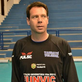 Técnico Cézar Douglas Vôlei Taubaté (Foto: Filipe Rodrigues)
