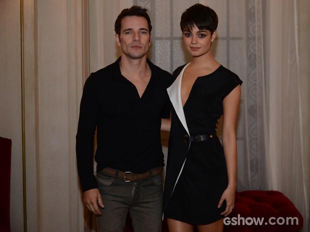 O casal Sophie e Daniel chegam juntos ao lançamento de O Rebu (Foto: Raphael Dias/TV Globo)